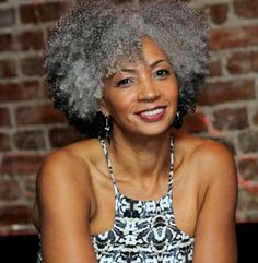 25-New-Grey-Hair-Color-Combinations-For-Black-Women-2